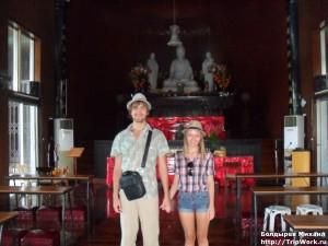SAM 2469 300x225 Посещение храма в Давао