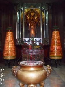 SAM 2473 225x300 Посещение храма в Давао