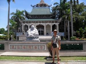 SAM 2479 300x225 Посещение храма в Давао