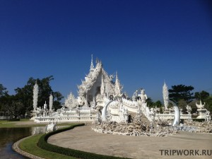 white temple in Chianrai
